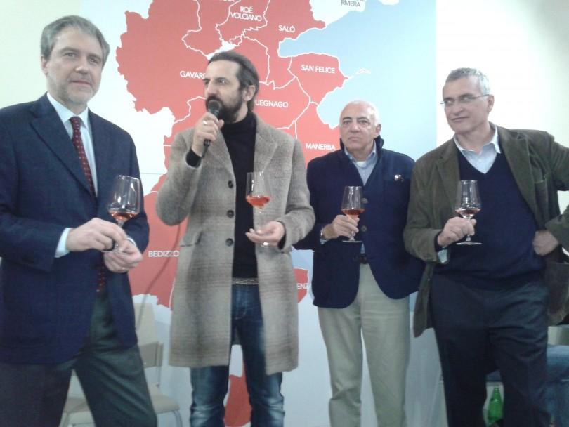 Alberto Panont, Omar Pedrini, Luigi Alberti e Alessandro Luzzago durante la presentazione a Vinitaly